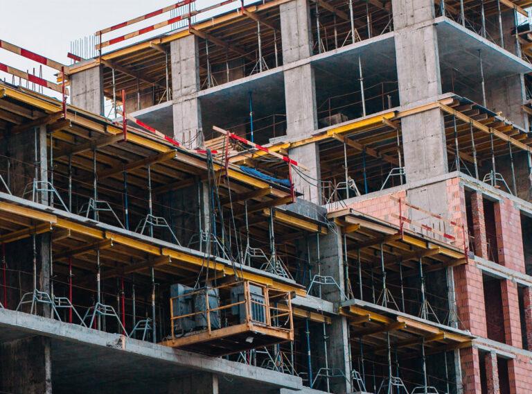 Dachy i tarasy budynku biurowego